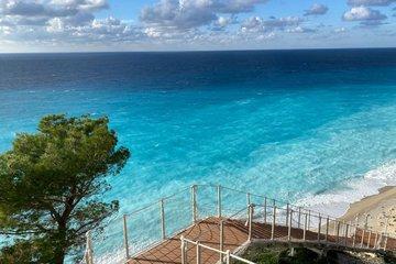 Η παραλία των Εγκρεμνών θα είναι ξανά προσβάσιμη οδικώς το καλοκαίρι του 2021