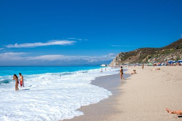 """Discover the 7 beaches in Lefkada awarded with """"Blue Flags"""" in 2021"""